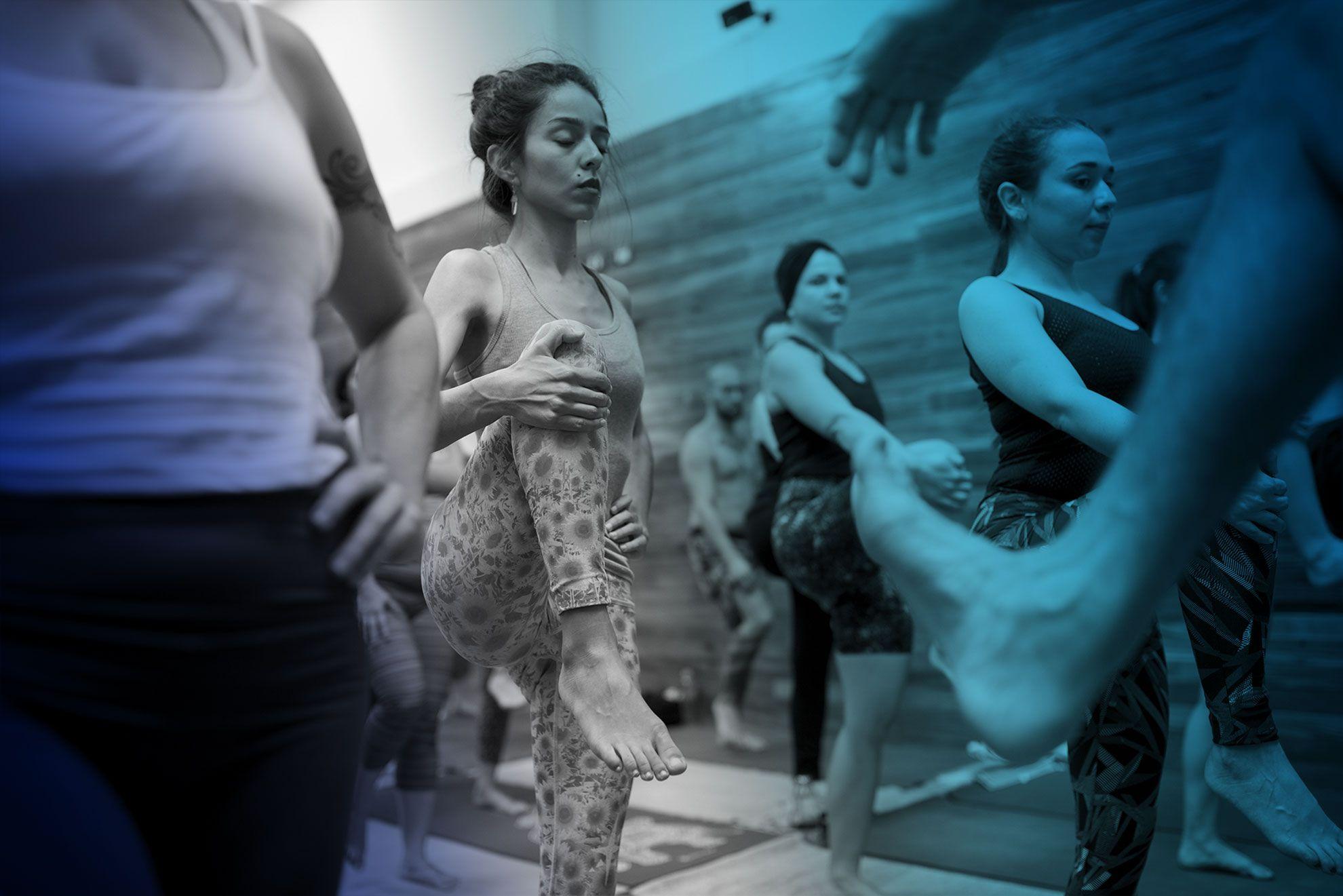 Clase de ashtanga yoga en Satya